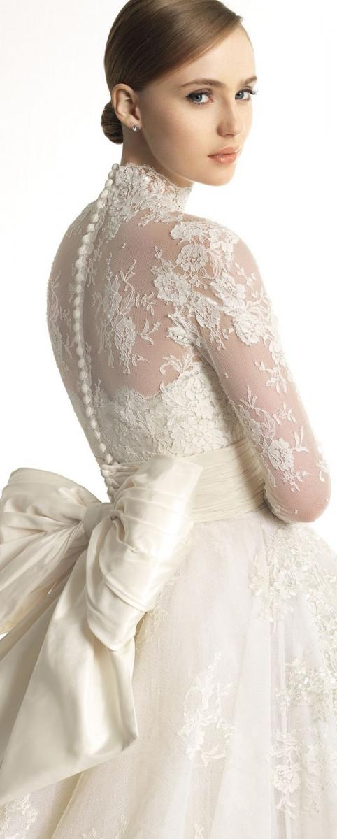 Προτιμήστε τη σε άσπρο χρώμα για απόλυτη εφαρμογή σε άσπρα νυφικά ή τολμήστε  τη μπεζ για ... 92c019d62a8