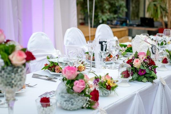 Catering γάμου για σερβιριστό ή μενού σε μπουφέ