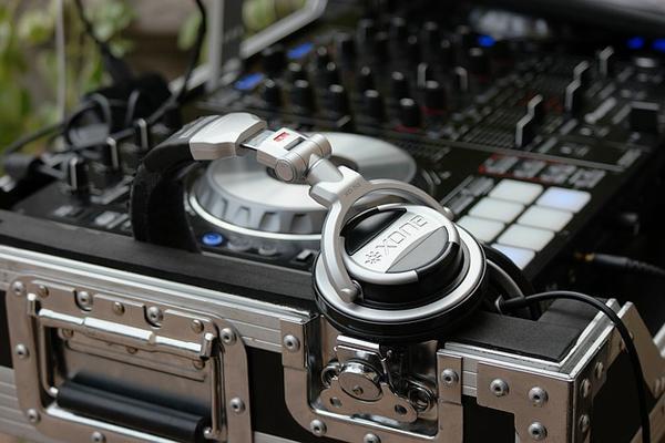 Dj για γάμο, μουσική κάλυψη, ηχητικά εφφέ για τη δεξίωσή σας