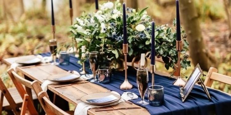 Κλασσικό μπλε: Πώς να βάλετε το χρώμα της χρονιάς στον γάμο σας
