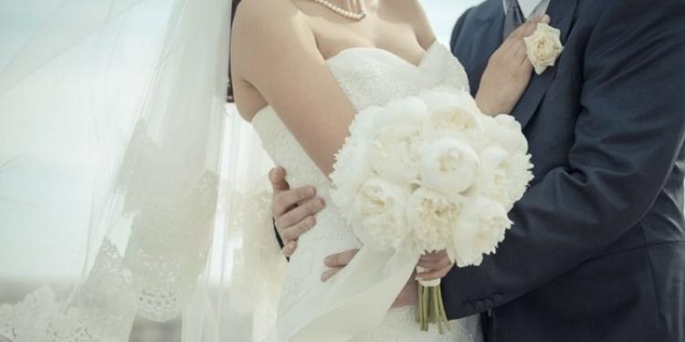 Στέφανα γάμου: Ο συμβολισμός τους και τι να διαλέξεις για τον γάμο σου